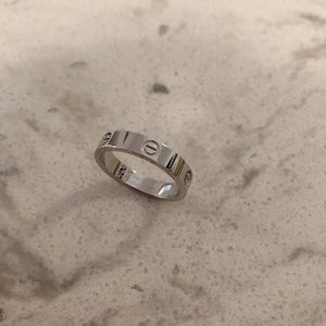 Jewelry - luxury silver ring
